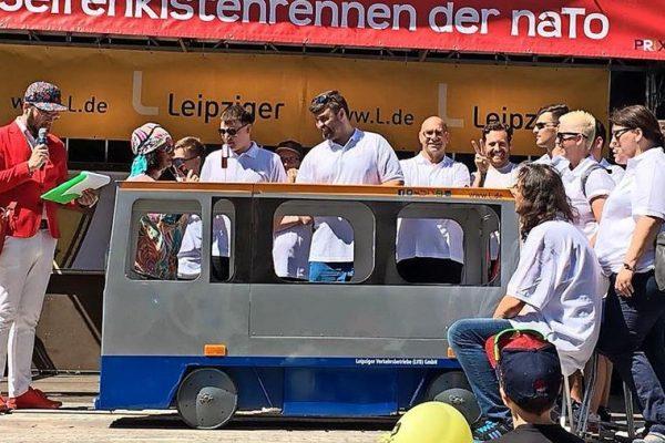 Strassenbahn-Seifenkiste-beim-Rennen-am-Fockeberg-in-Leipzig